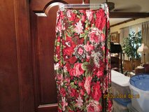 Pretty Floral Skirt Mid-Calf Length - Size Large in Houston, Texas