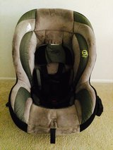 Car seat Evenflo in Tacoma, Washington